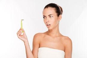 Intimrasur: endlich ohne Pickel! Pflege-Tipps für glatte